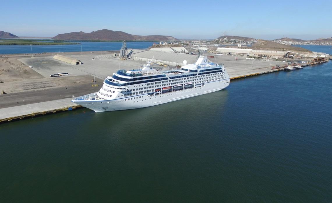 El Regatta atracó en el puerto la madrugada de este martes. FOTOS: Adrián González