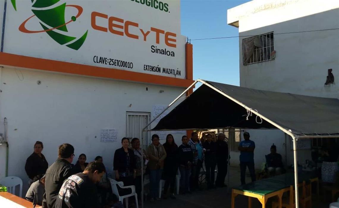 Permiten padres de familia reanudar clases en el Cecyte- Luz ...