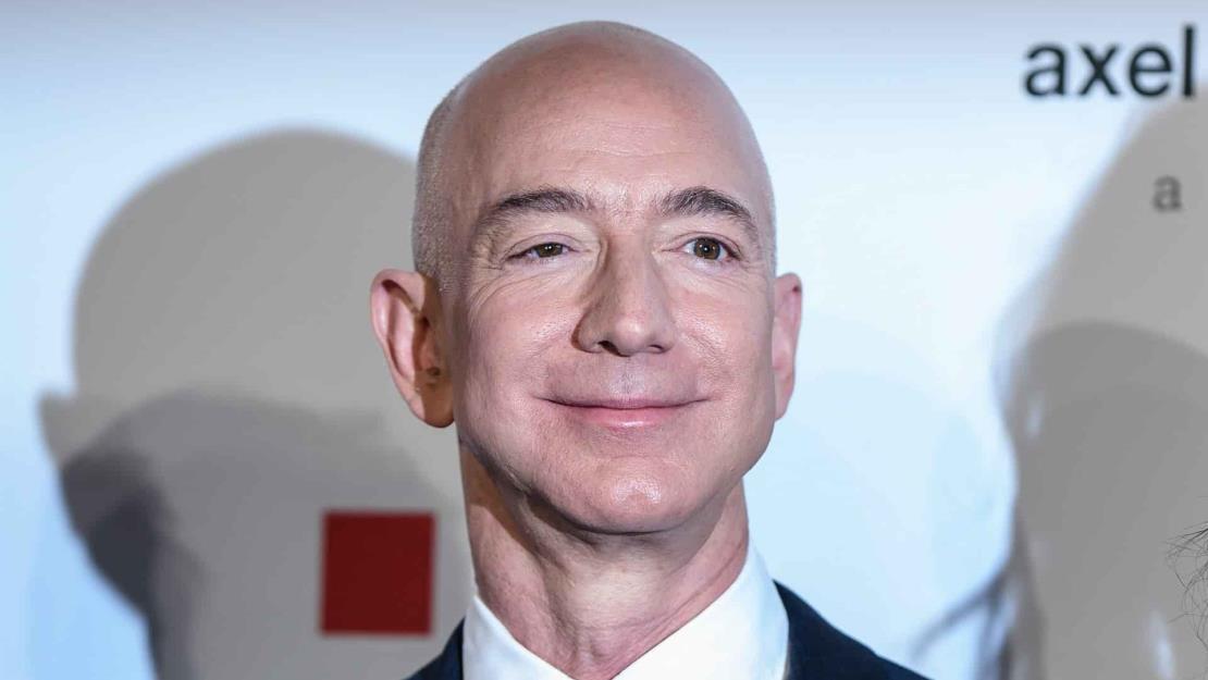 Bezos es por tercer año seguido el estadounidense más rico, según Forbes