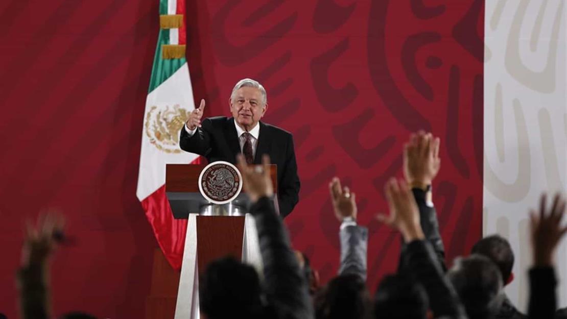 Presenta AMLO su petición para juzgar calamidades de expresidentes