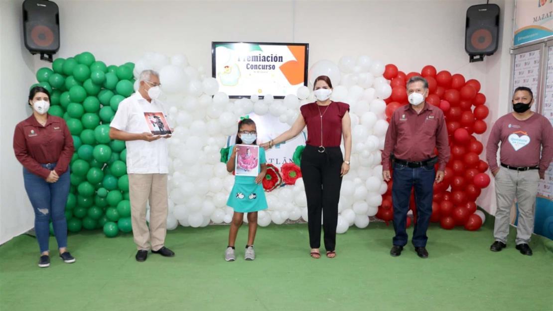 Entrega DIF Mazatlán premio a ganadores del concurso de Vestuario Tradicional Mexicano