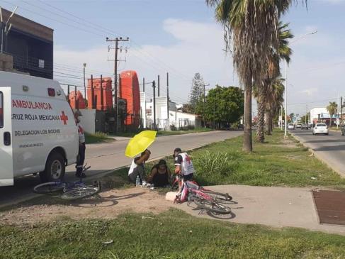 Joven ciclista cae a un socavón en Los Mochis