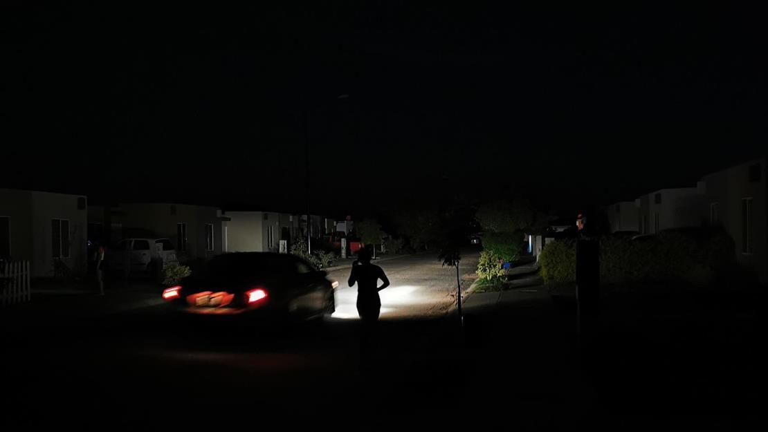 Vecinos del surponiente de Los Mochis reclaman a CFE constantes apagones