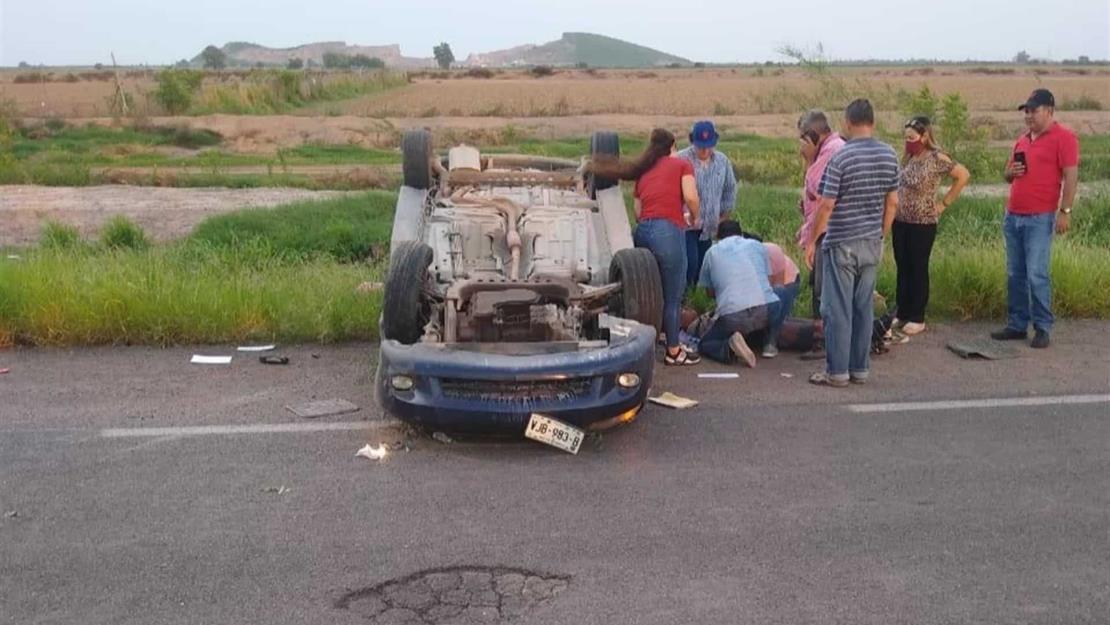 Vuelca joven en la carretera hacia El Fuerte, frente al Campo 4
