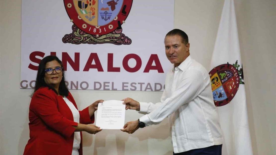 Rinde protesta Laura González Bon como Directora del ISMujeres