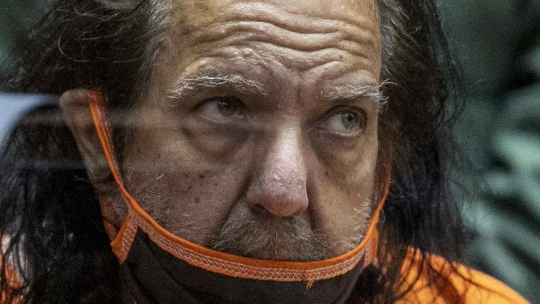 Piden 330 años de prisión al actor porno Ron Jeremy por 30 delitos sexuales