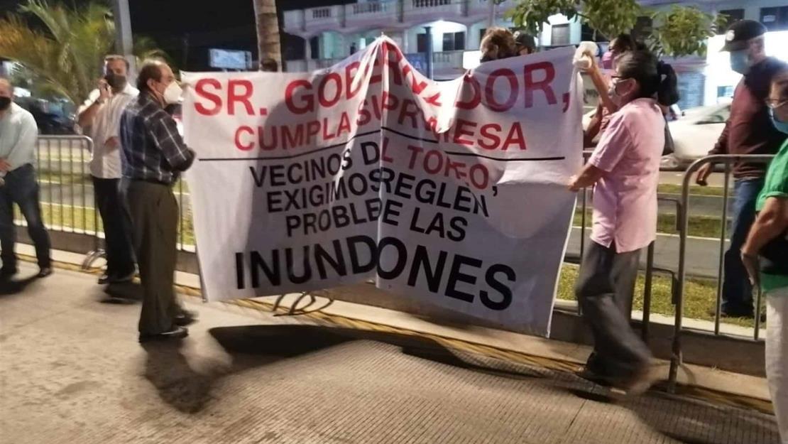 Habitantes de Mazatlán piden al gobernador que atienda problema de inundaciones