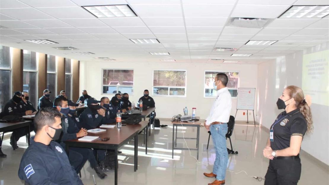 Continuarán capacitaciones de los agentes de policía en El Fuerte: Leonel Vea