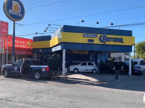 Hombres armados se llevan a dueño de expendio, empleado y a exempleado, en Los Mochis