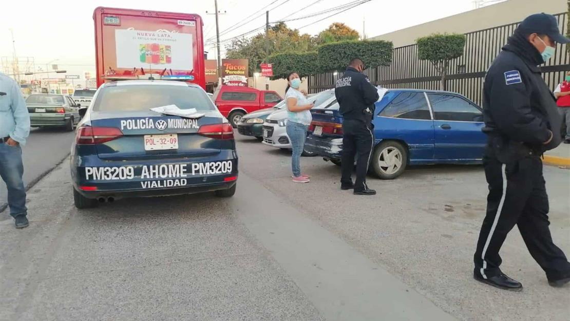 Vehículo atropella a trabajar de una empresa refresquera en Los Mochis