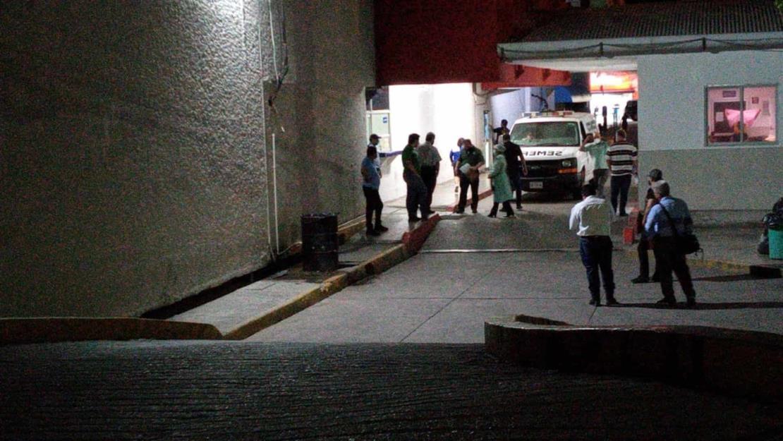 Fallecen menor y su abuela en fatal volcadura al norte de Culiacán