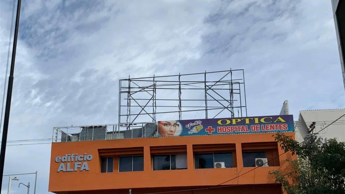 Van 50 espectaculares sin permiso que retira el Ayuntamiento de Culiacán