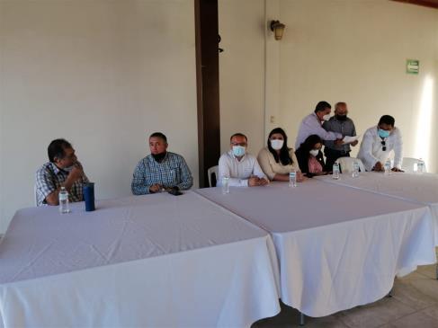 Se reúnen diputados priistas con vecinos de JJR para justificar su apoyo a la municipalización