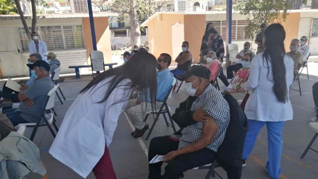 Mayores de 60 años recibirán su segunda vacuna este fin en Escuinapa