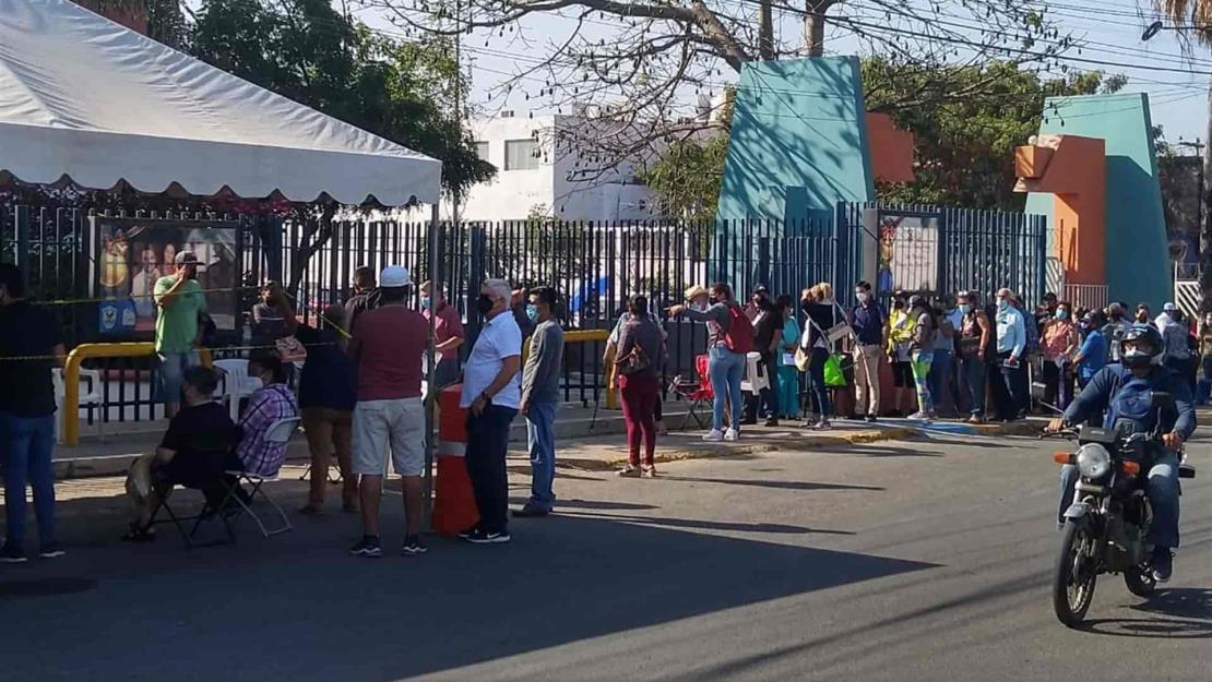 Con orden, se reanuda la vacunación anticovid en Mazatlán