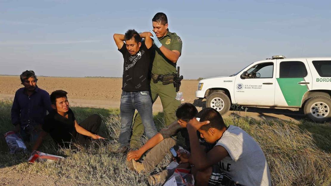 Arrestos de migrantes en la frontera llegan a su mayor nivel en 20 años