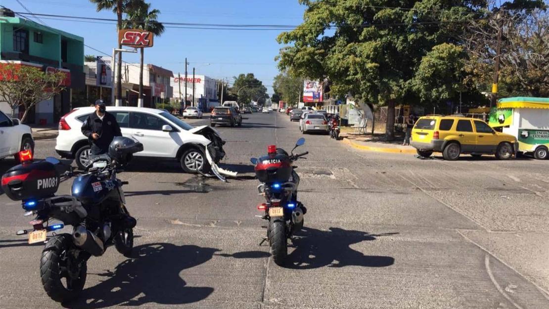 Accidente en el Centro de Los Mochis deja daños materiales