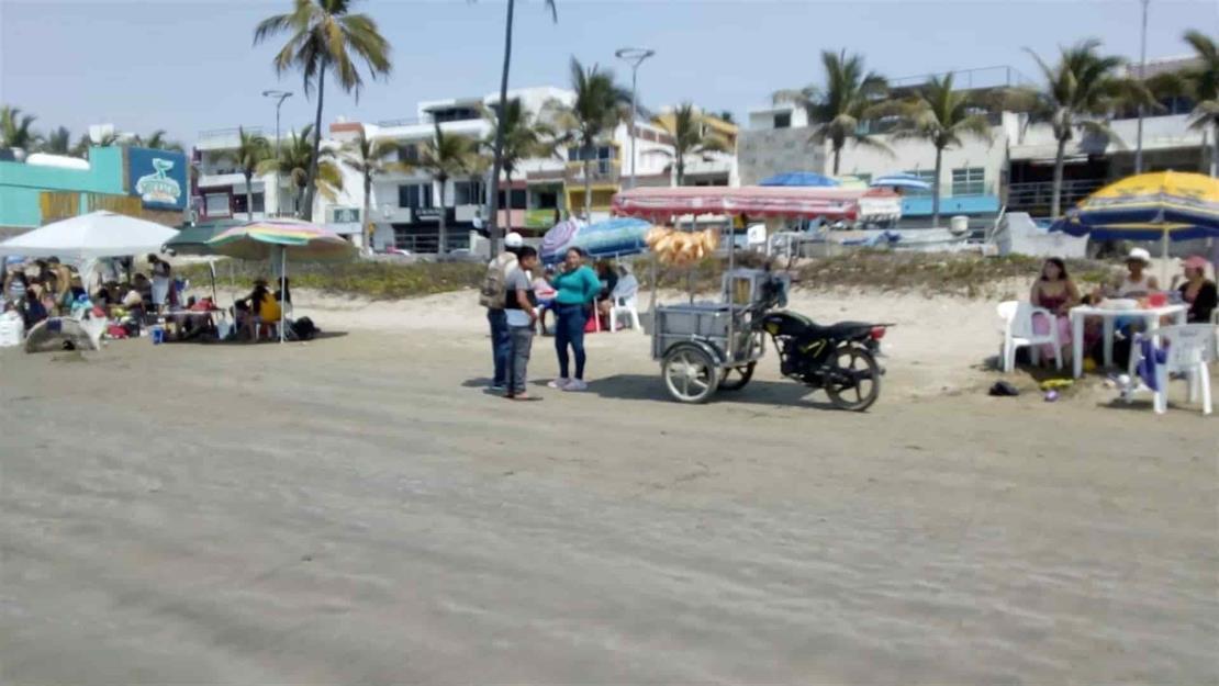 Quejas de vendedores de playa son grilla política: Tesorero Mazatlán