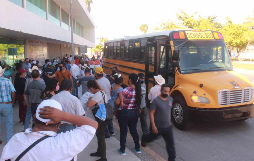 Protestan morenistas por designaciones de candidatos en Sinaloa