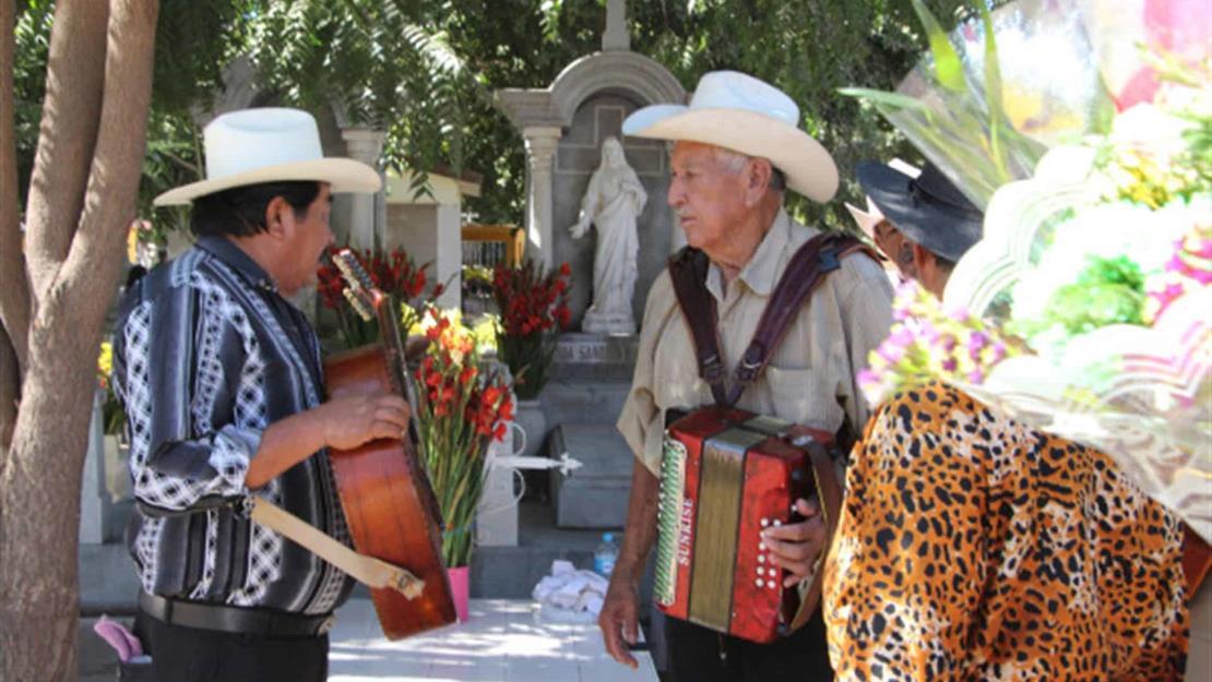 Afecta a músicos prohibir tocadas en panteones de Culiacán