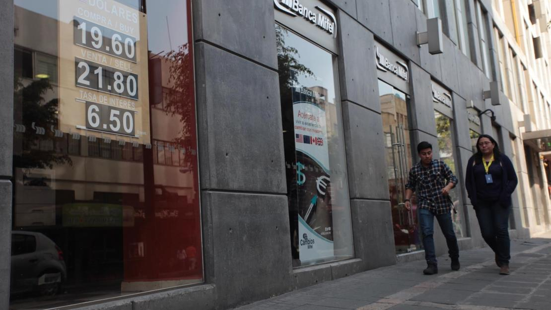 Bancos de México aumentaron un 10 % las transacciones en línea en 2020