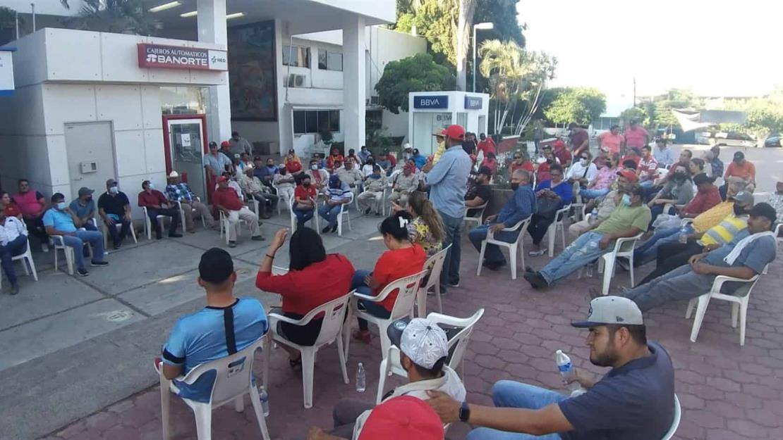 Sindicalizados levantan plantón en Palacio Municipal de Guasave