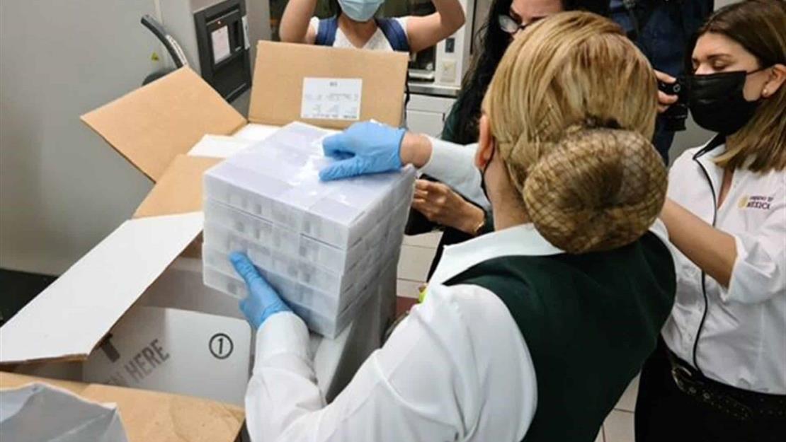 Llegan 50 mil 300 dosis de la vacuna Pfizer para resguardo en ultracongeladores de la UAS