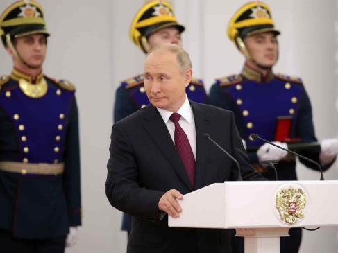 Putin premia a los creadores de la vacuna Sputnik V con ocasión del Día de Rusia