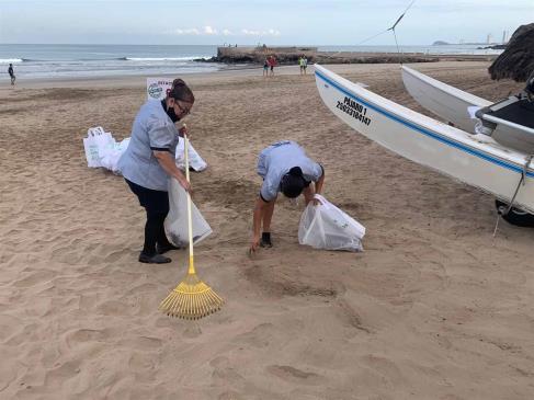 Evitan que 1.4 t de basura llegue al mar con limpieza masiva de playas en Mazatlán