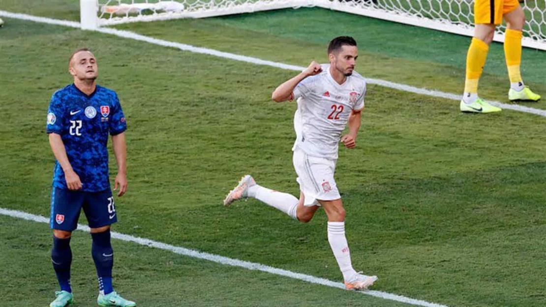 España golea y se mete a los octavos de final