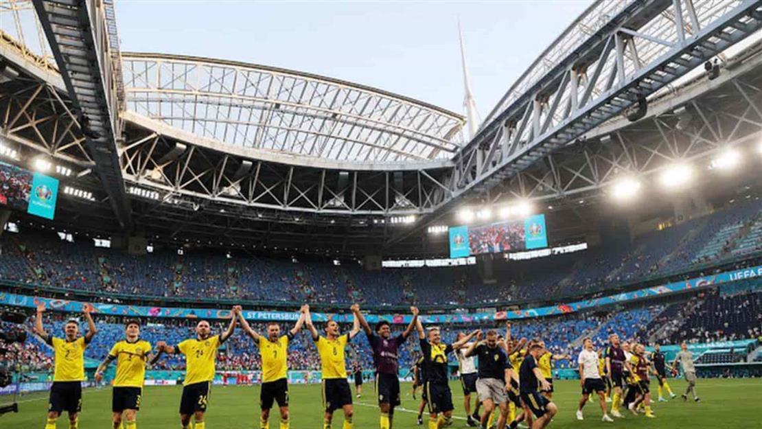 Suecia gana de último minuto y pasa como líder del Grupo E