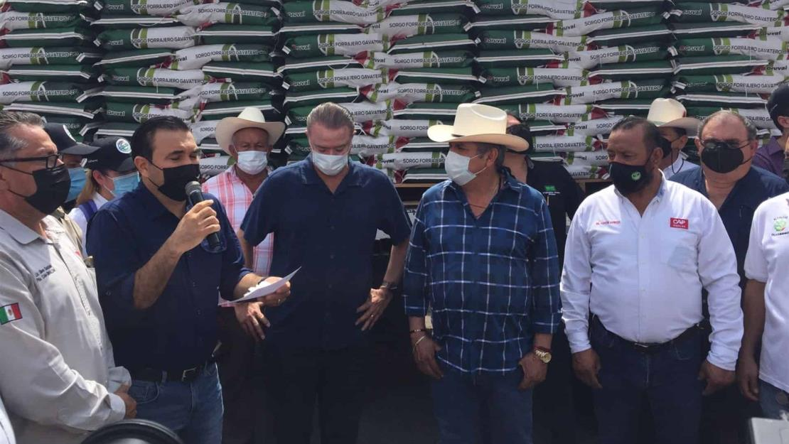 Entrega Quirino apoyos a productores temporales
