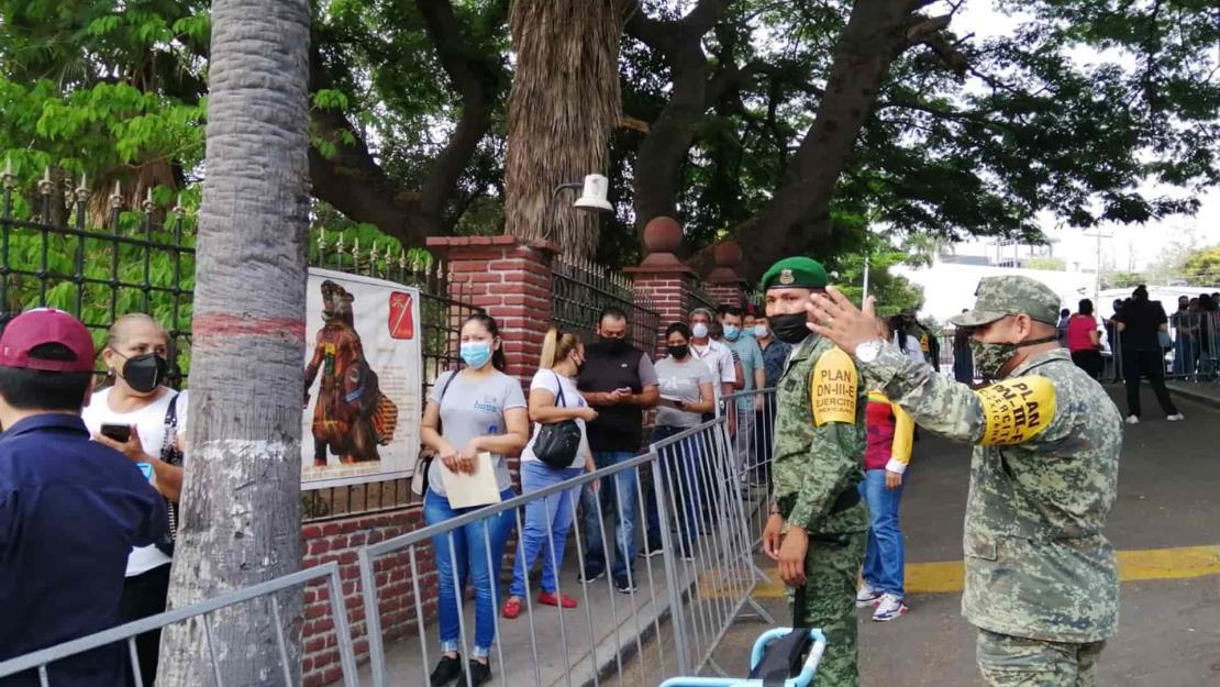 Acelerarán militares plan de vacunación contra Covid-19 en Sinaloa