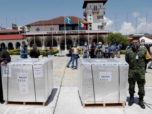 México entrega a Guatemala un primer donativo de 150 mil dosis de AstraZeneca