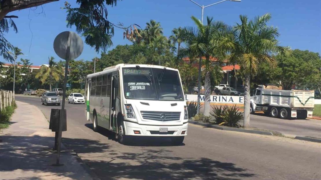 Restringen al 50 % aforo en transporte público en Mazatlán