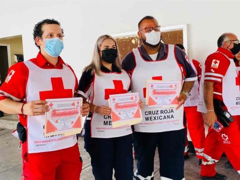 Socorristas de Cruz Roja celebran su día como siempre, salvando vidas