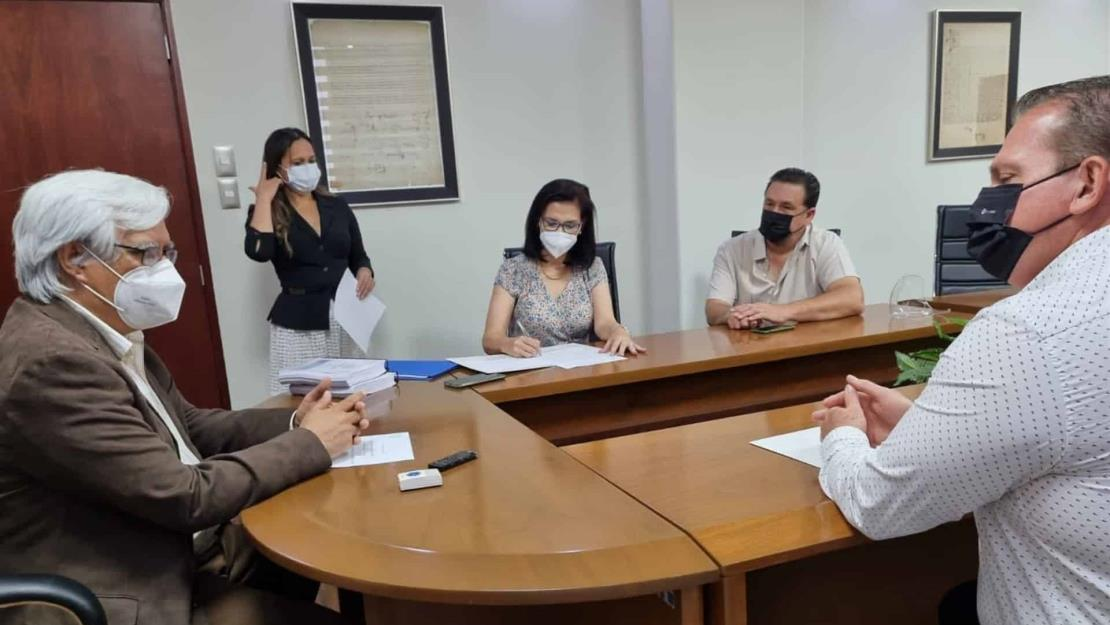 Diputados electos del PAN acuden a registrarse al Congreso