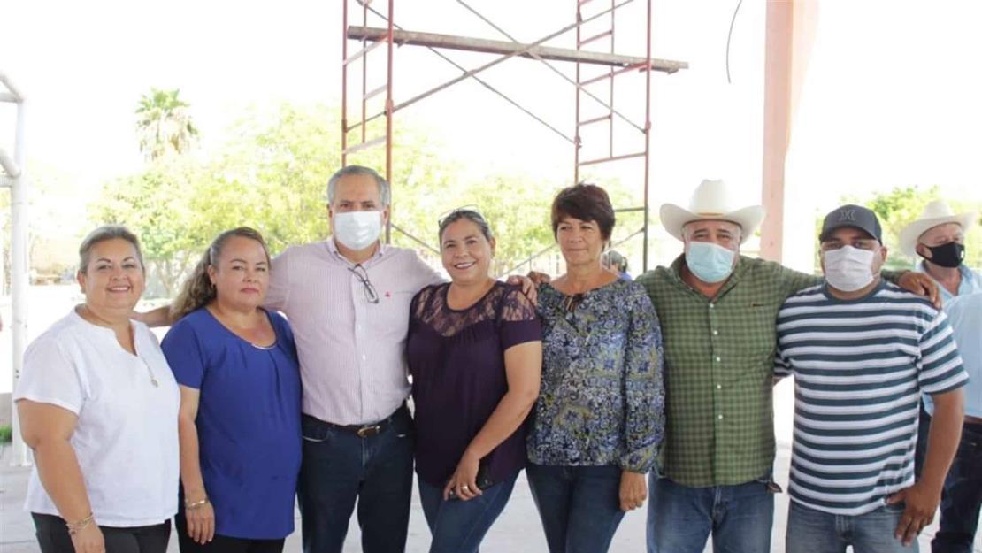 Se reúne Gerardo Vargas Landeros con pobladores del Valle del Carrizo