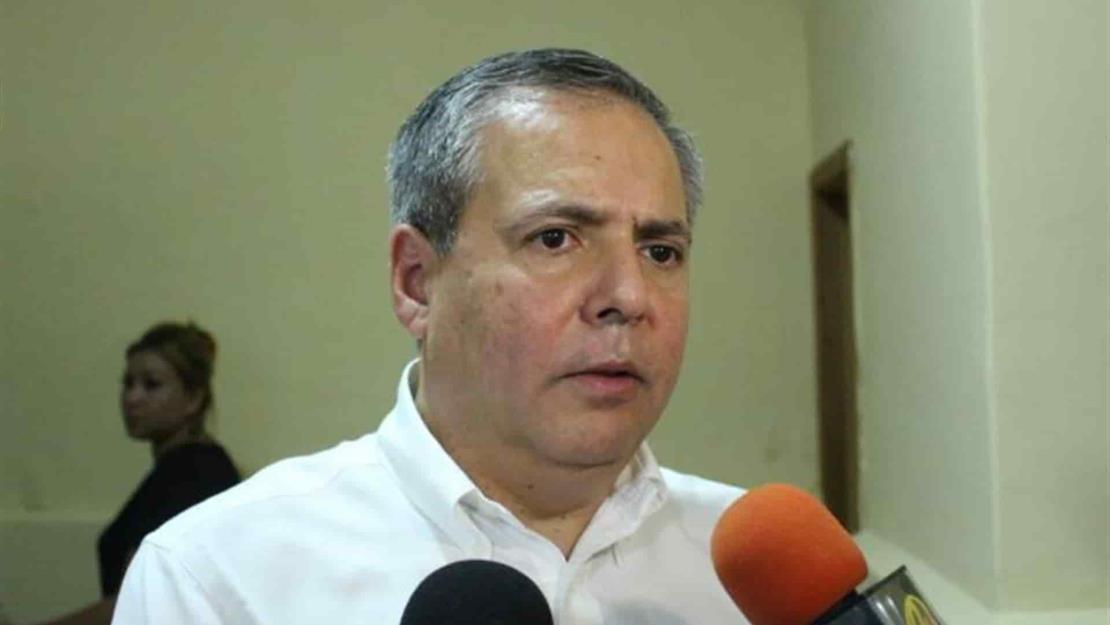Concilia Gerardo Vargas con excandidatos a la alcaldía de Ahome