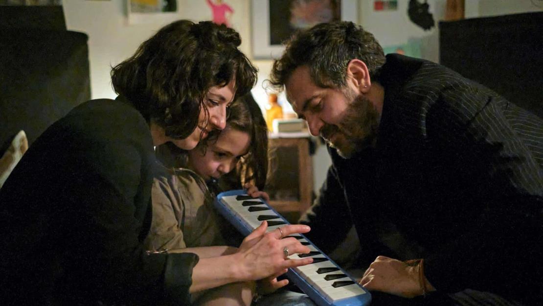 Diego Luna debuta como director de series con Todo va a estar bien