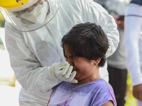 México supera 15 mil contagios en un día, la mayor cifra de la tercera ola