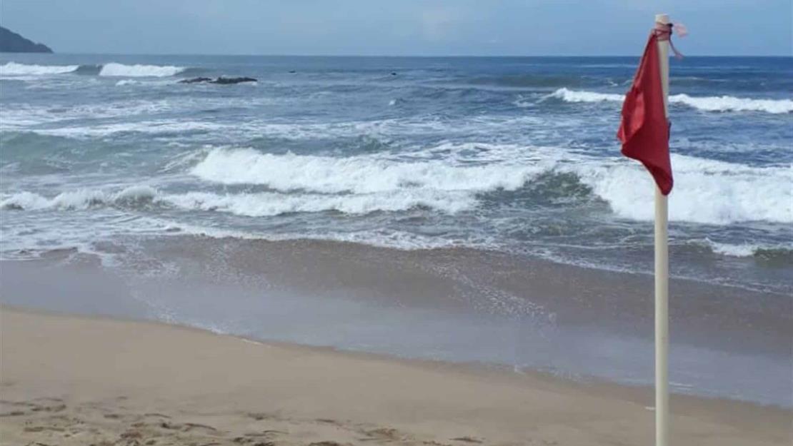 Salvavidas rescatan a 13 bañistas este fin de semana en Mazatlán