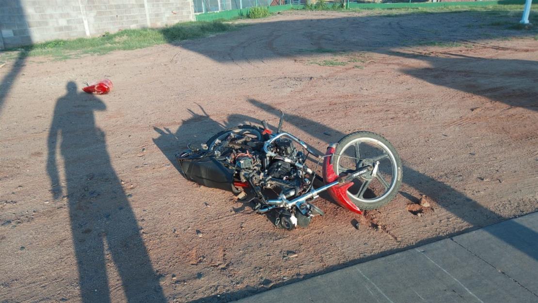Motociclista lesionado en accidente por carreta hacia Las Moras, Guasave