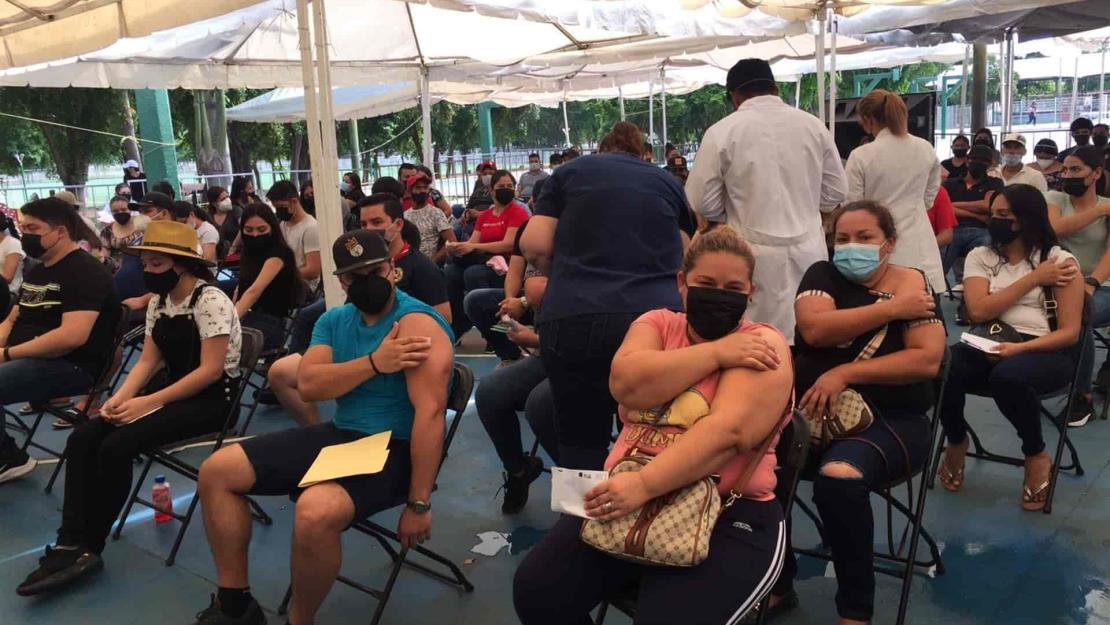 Inicia vacunación para los de 18 años, en Culiacán
