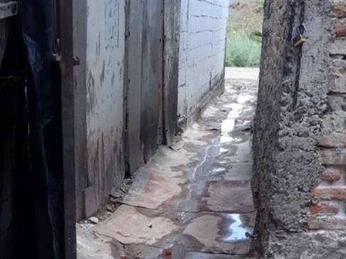 Vecinos de JJR tienen más un mes con brote de aguas negras