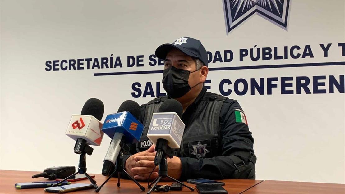 Policía ejemplar: Pedro rescató a dos perros y regaló sus botas a persona que intentaba suicidarse