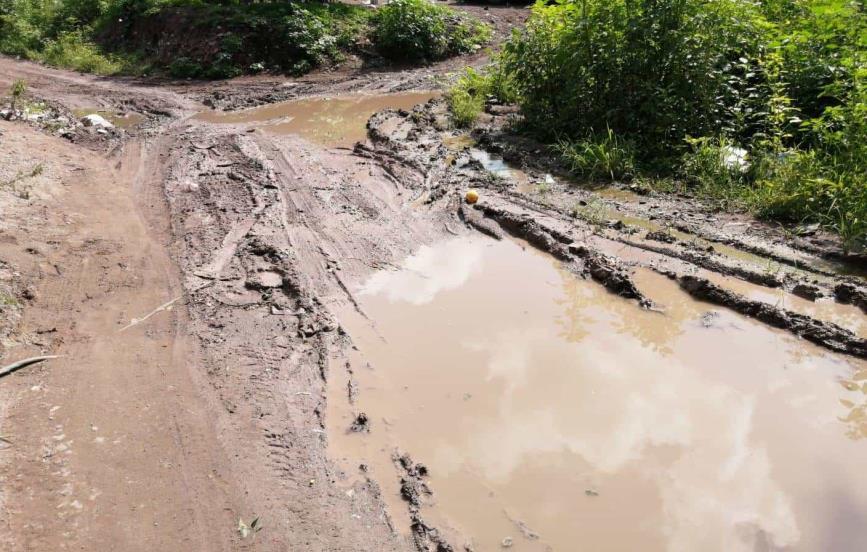 Habitantes de Ampliación Bicentenario quedan incomunicados cada que llueve